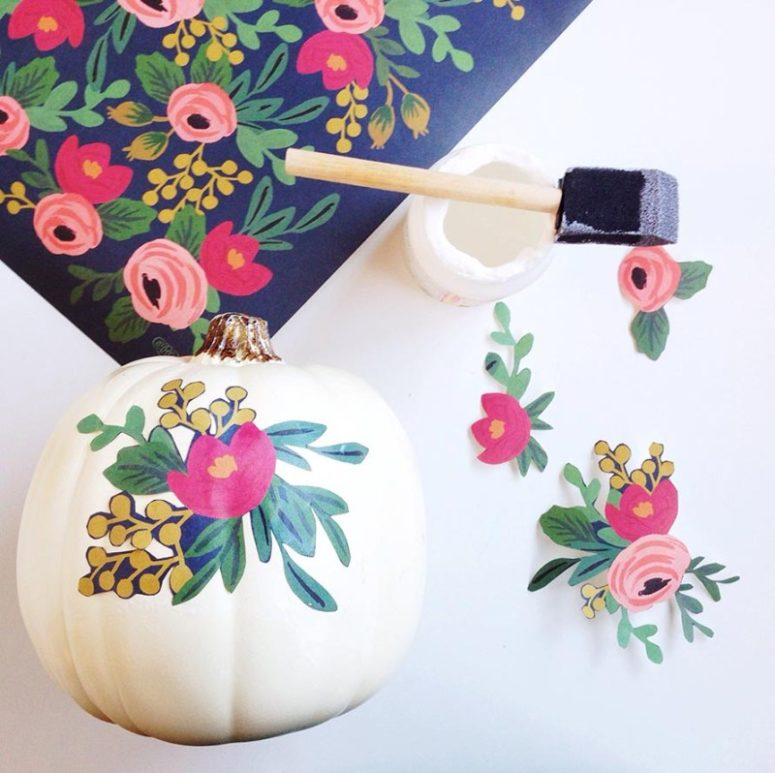 DIY decoupage fake pumpkins for a centerpiece (via www.goldstandardworkshop.com)