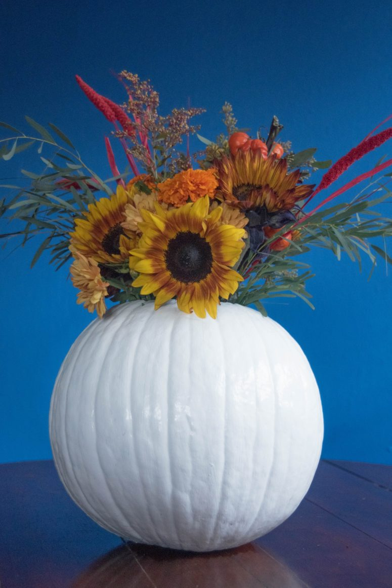 DIY faux pumpkin vase with a faux floral arrangement (via likelybysea.com)