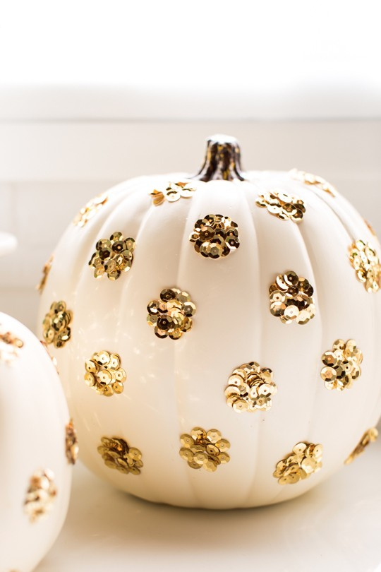 DIY sequin polka dot pumpkins (via sugarandcloth.com)