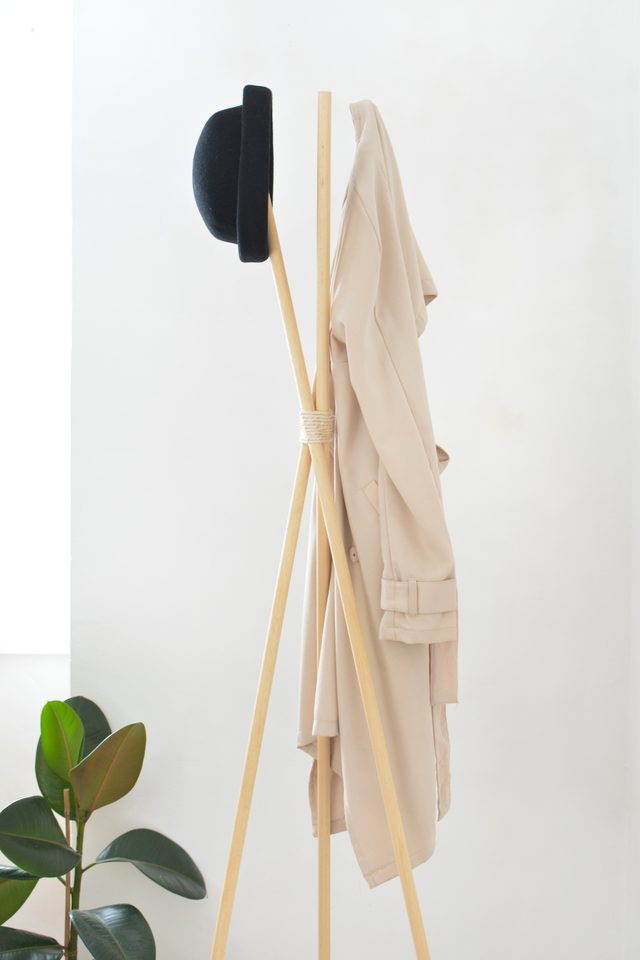 DIY thick wooden dowel entryway rack (via www.ehow.com)