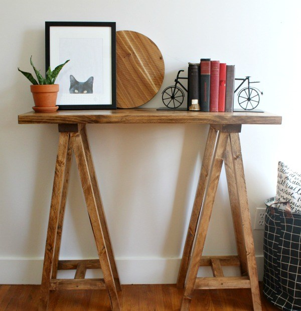 DIY rustic sawhorse console table (via www.woodshopdiaries.com)