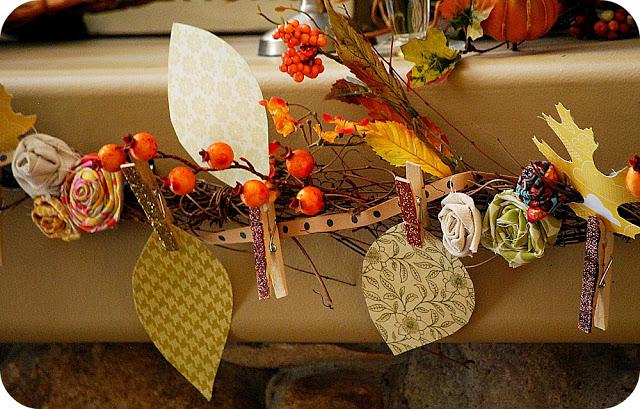 DIY traditional Thanksgiving garland (via tatertotsandjello.com)