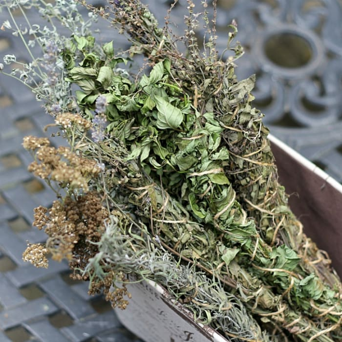DIY fragrant herb firestarters (via hearthandvine.com)