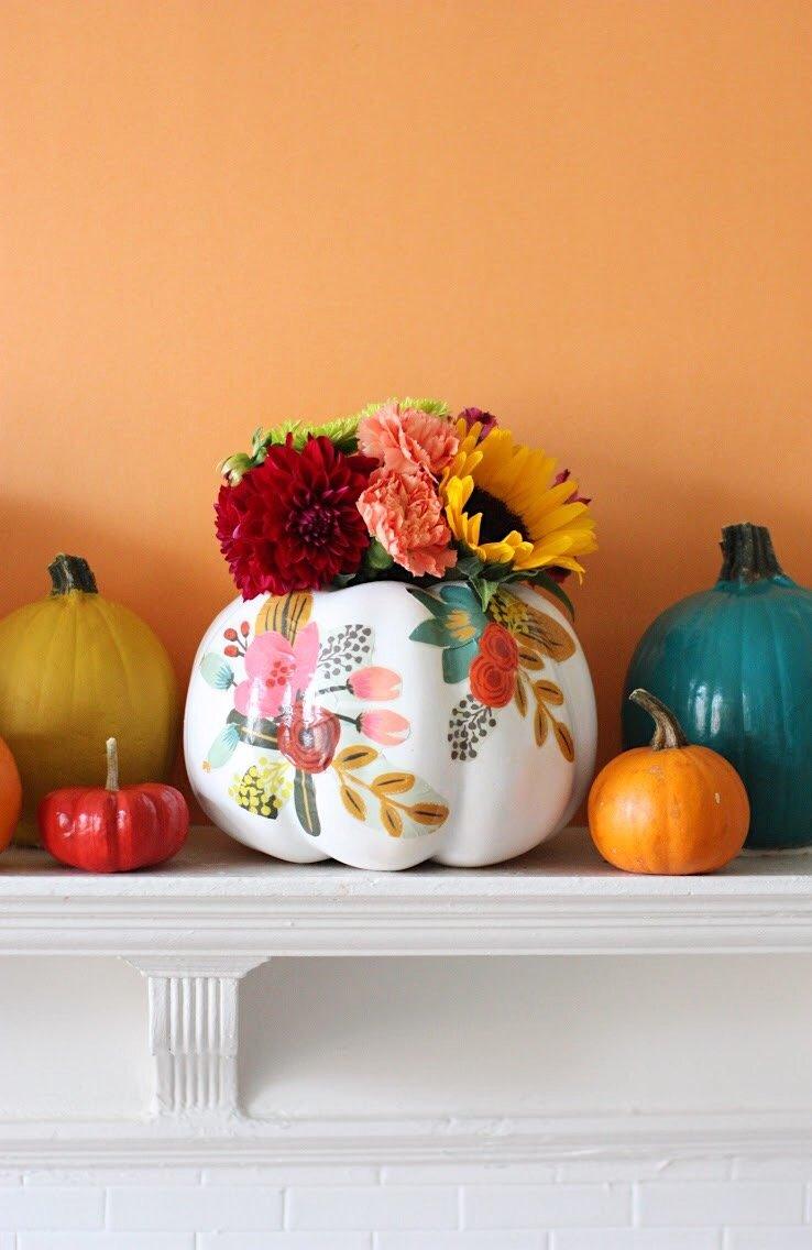 DIY floral pupmkin vases with decoupage (via prettylifegirls.com)