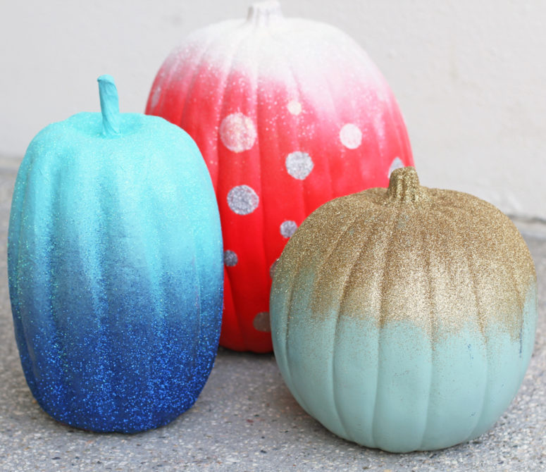 DIY ombre pumpkins with an ombre glitter effect (via www.jessiedaye.com)