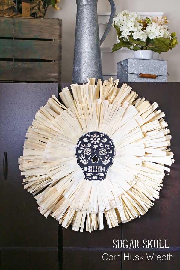 DIY chalkboard sugar skull wreath with corn husks (via www.kleinworthco.com)