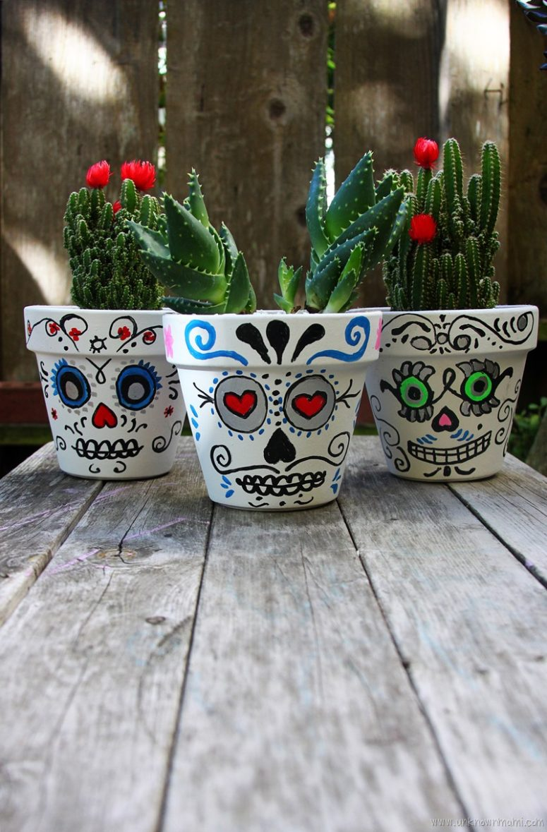 DIY sugar skull planters or storage containers for Halloween (via byclaudya.com)
