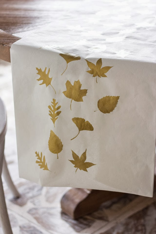 DIY paper Thanksgiving table runner with printed leaves (via www.designimprovised.com)