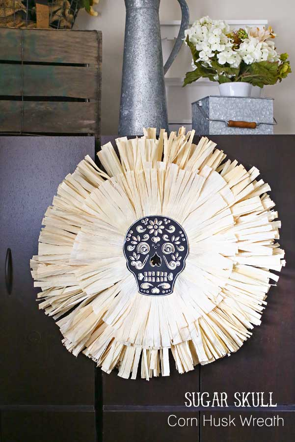 DIY sugar skull corn husk wreath (via www.kleinworthco.com)