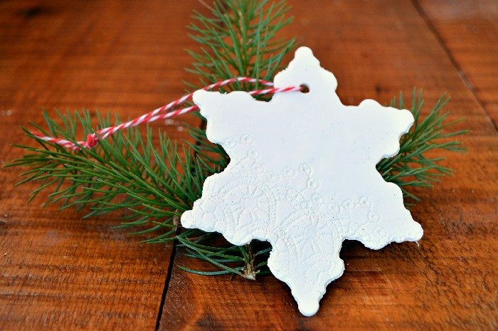 DIY lace embossed clay Christmas ornaments (via madincrafts.com)