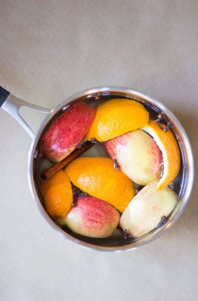 DIY Christmas potpourri with citrus and cinnamon (via www.designimprovised.com)