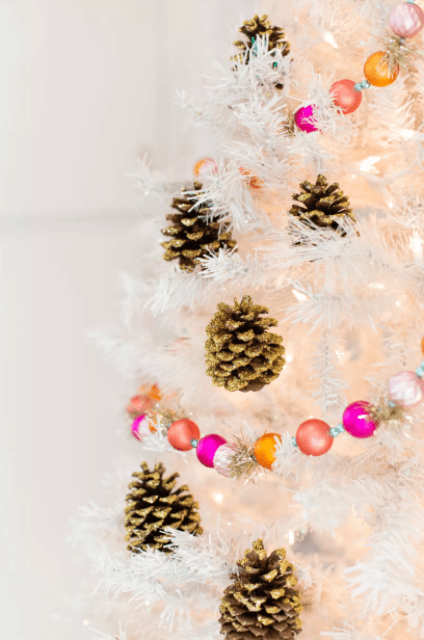 DIY gold glitter pinecone ornaments (via thesprucecrafts)