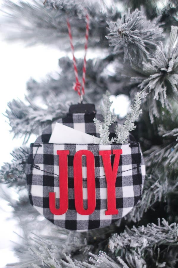 DIY buffalo plaid Christmas ornaments with pockets (via www.lovelyetc.com)