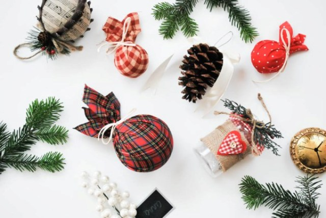 DIY Pottery Barn inspired plaid Christmas ornaments (via www.shelterness.com)