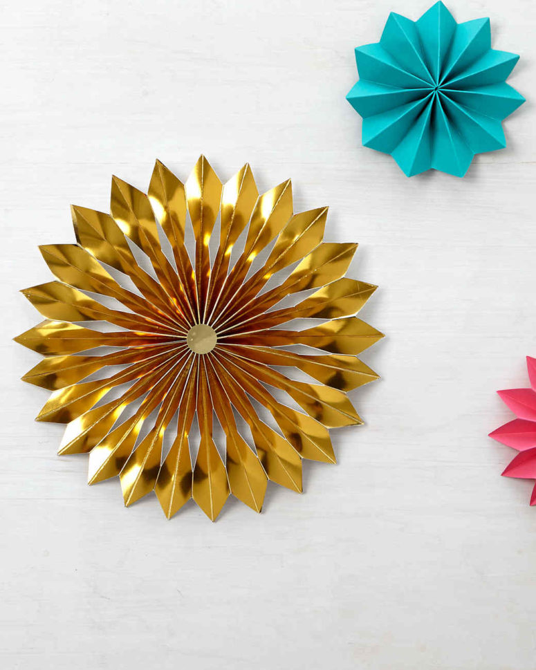 DIY shiny paper rosette Christmas tree topper (via www.marthastewart.com)