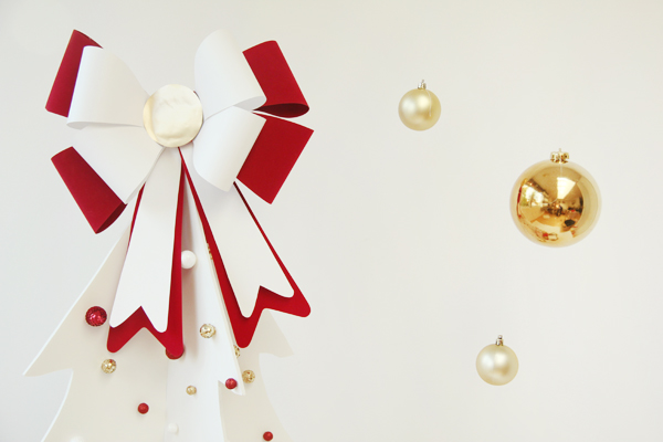 DIY giant bow Christmas tree topper with beads (via studiodiy.com)