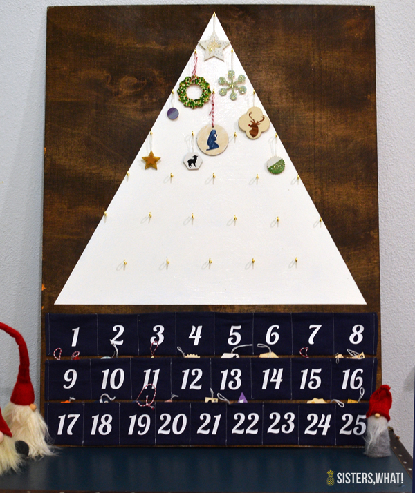 DIY modern tree-shaped advent calendar with felt pockets (via www.sisterswhat.com)