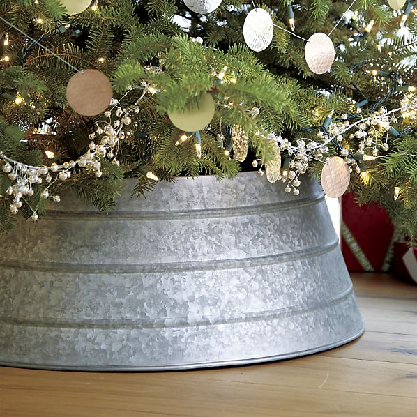 DIY Christmas tree stand of a galvanized tub (via aehomestylelife.com)