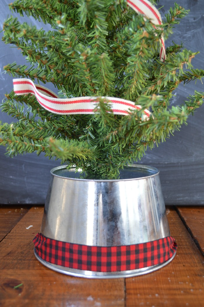 DIY galvanized bucket mini tree stand with plaid ribbon (via madincrafts.com)