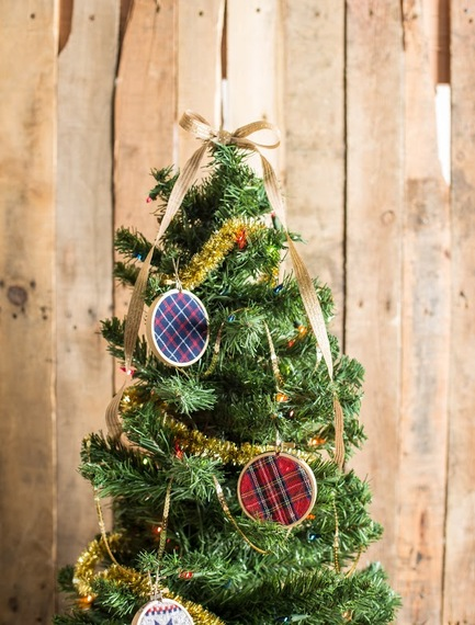 DIY plaid and embroidery hoop Christmas ornament  (via www.huffpost.com)
