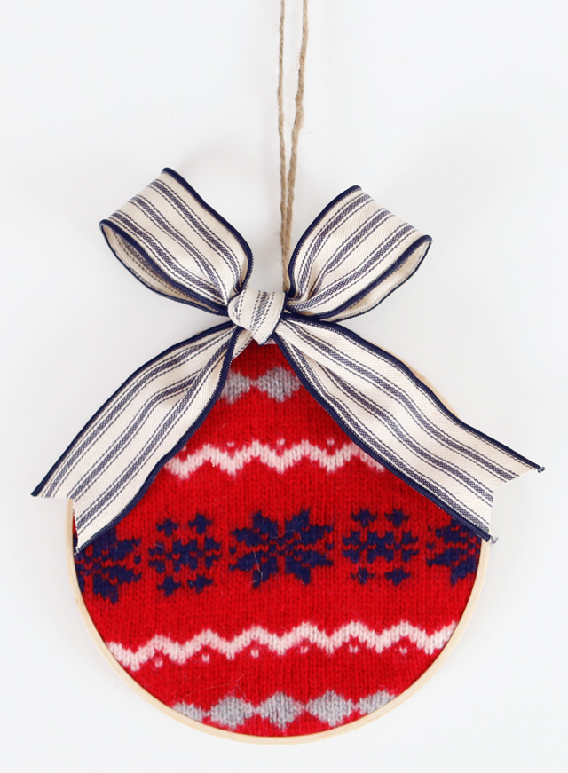 DIY old sweater and embroidery hoop Christmas ornaments (via houseofhipsters.com)