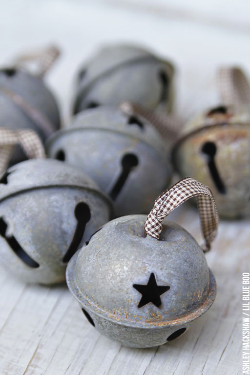 DIY rustic jingle bell decorations for Christmas (via www.lilblueboo.com)
