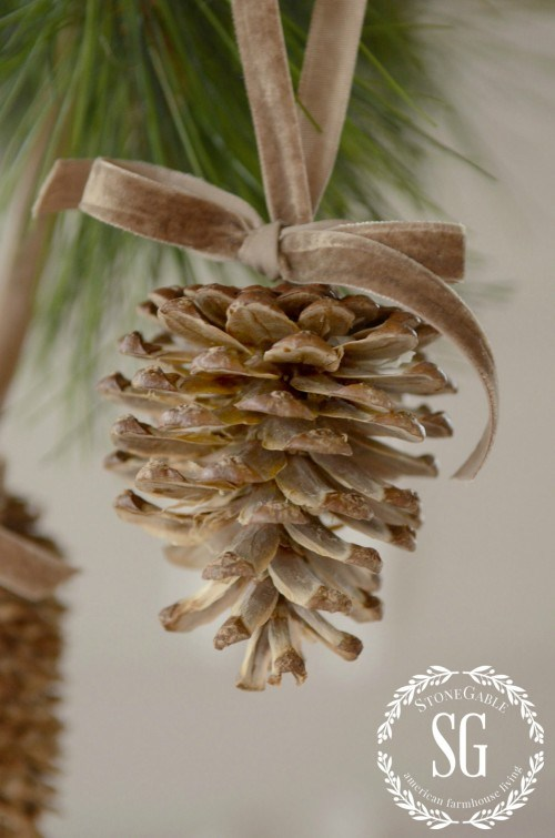 DIY bleached pinecone Christmas ornaments (via www.stonegableblog.com)