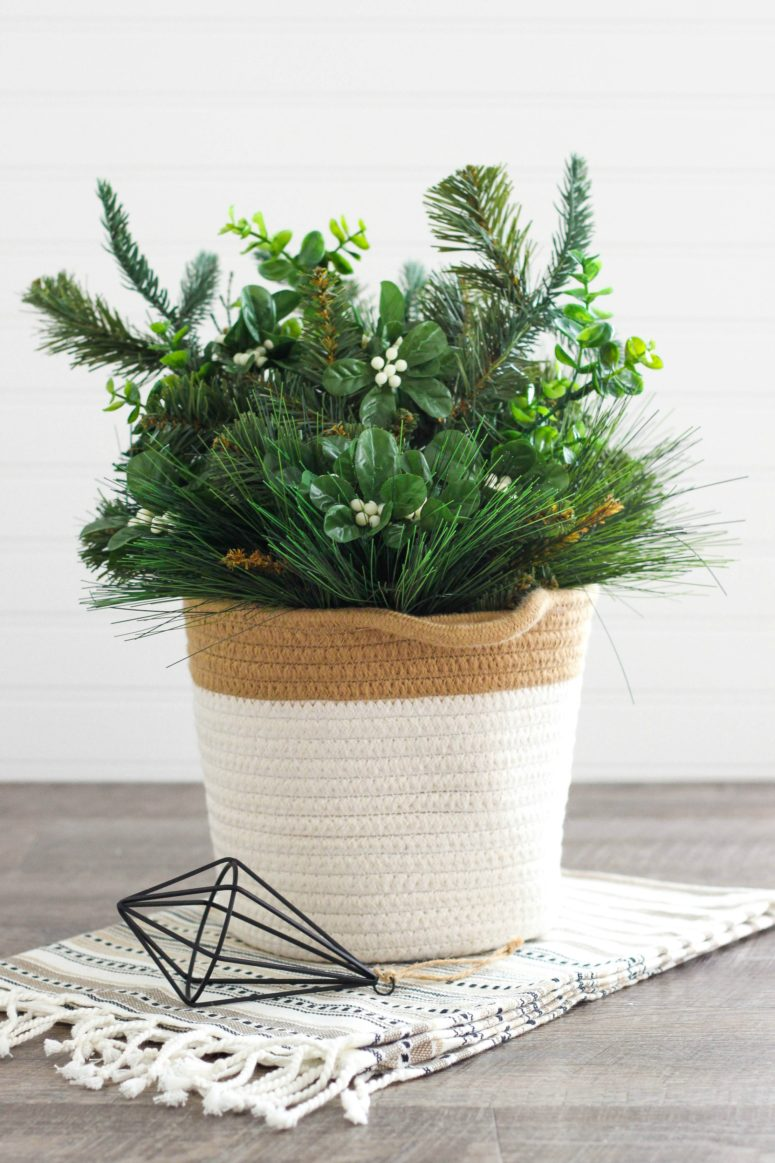 DIY fresh greenery, berries and evergreens arrangement for Christmas (via www.purelykatie.com)