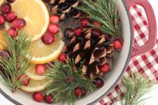 DIY Christmas potpourri of pinecones, oranges, cloves and berries