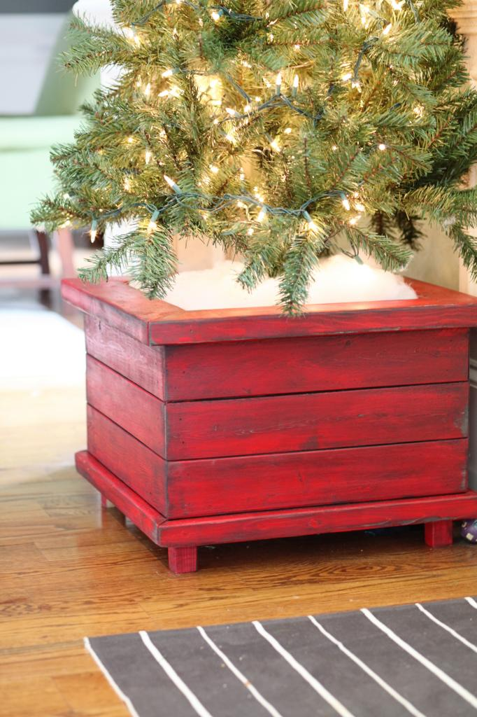 7 Easy To Make DIY Christmas Tree Stand Boxes - Shelterness