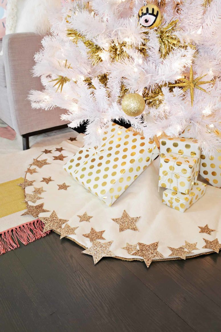 DIY glitter star white Christmas tree skirt (via abeautifulmess.com)