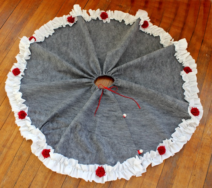 DIY draped Christmas tree skirt in grey, red and white (via viewfromthefridge.com)