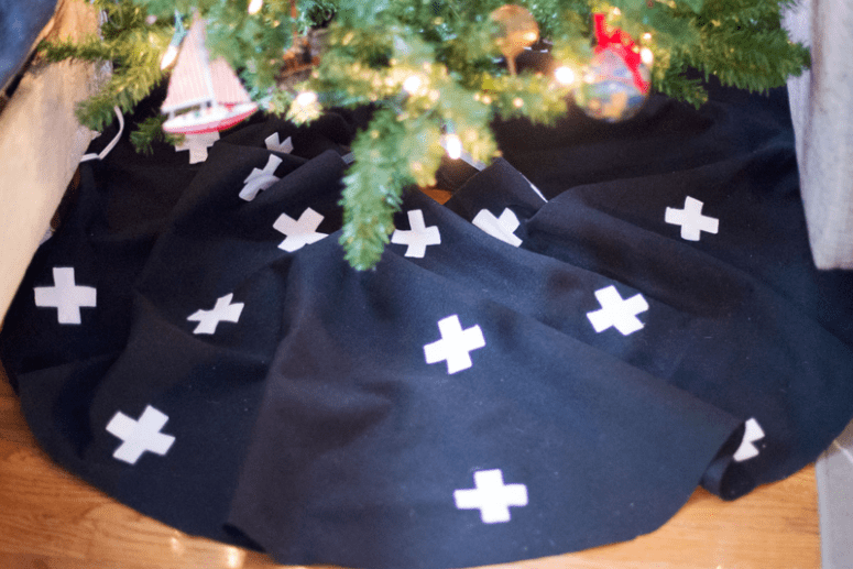 DIY Swiss cross Christmas tree skirt (via www.thehomesteady.com)