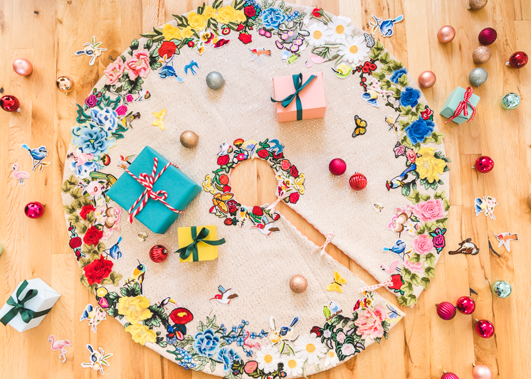 DIY Christmas tree skirt with multiple colorful appliques (via thehousethatlarsbuilt.com)