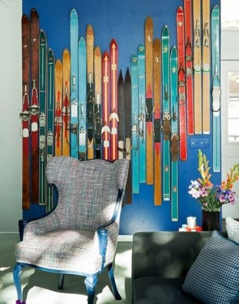 a cozy nook decorated with colorful vintage skis is a very cool idea for sport lovers or for a winter home