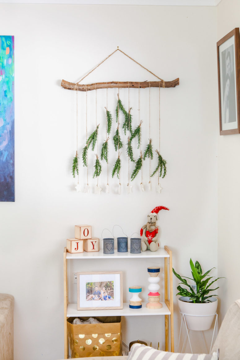 DIY boho chic wall hanging for Christmas (via www.thewhimsicalwife.com)