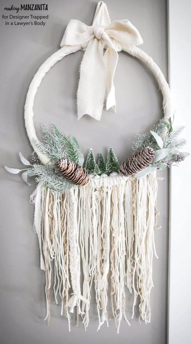 DIY winter style boho chic wreath (via www.designertrapped.com)
