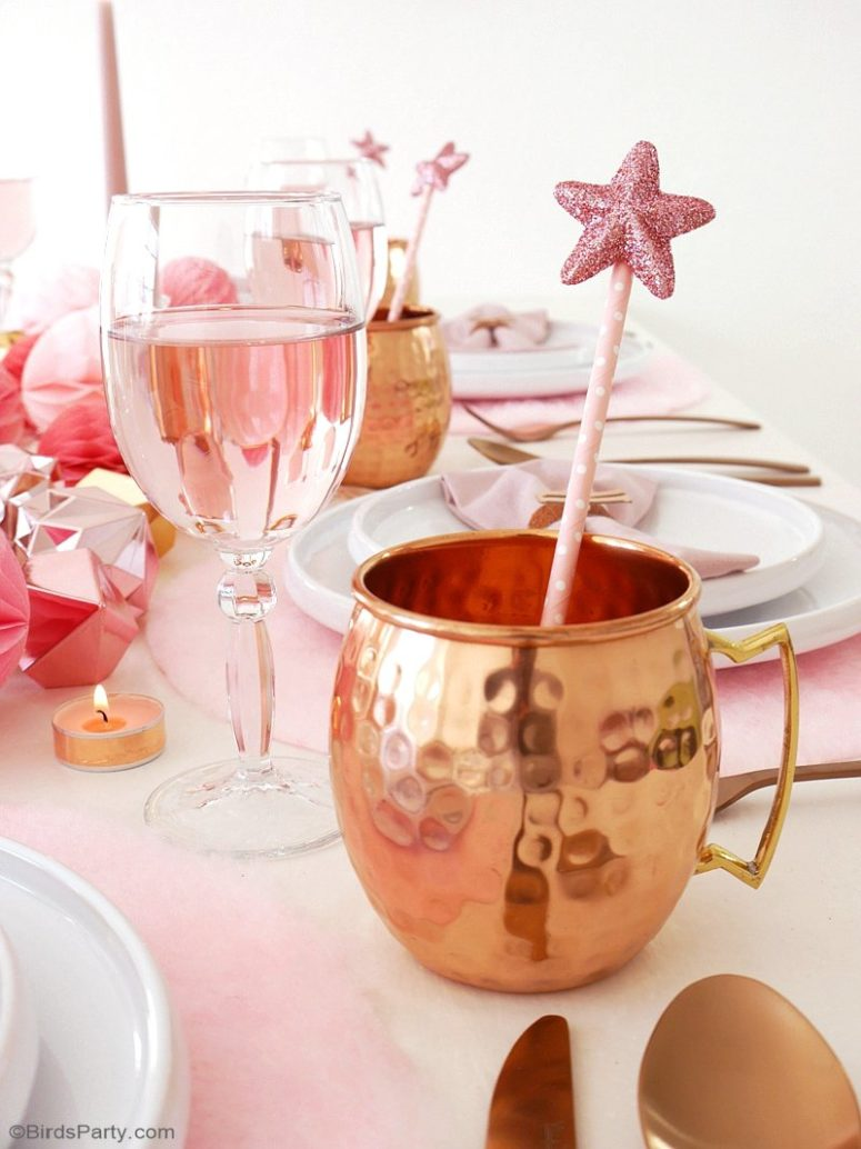 DIY glitter star drink stirrers for holidays (via www.blog.birdsparty.com)