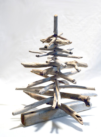 DIY tabletop driftwood Christmas tree with a star fish topper (via diydriftwood.com)