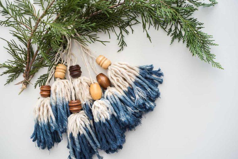 DIY dip dyed tassel bead Christmas ornaments (via placeofmytaste.com)
