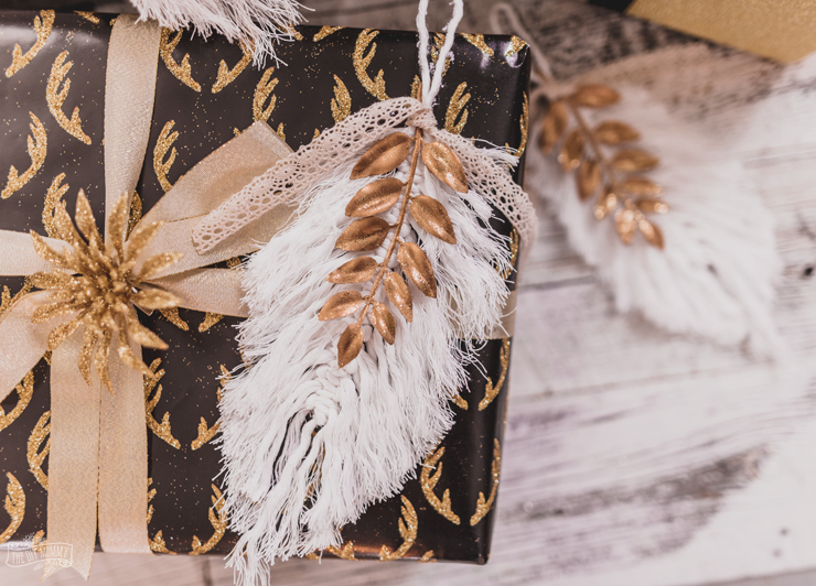 DIY boho lux macrame feather Christmas ornaments (via thediymommy.com)