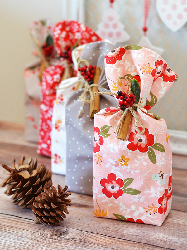 DIY colorful Christmas gift pouches (via www.downgrapevinelane.com)