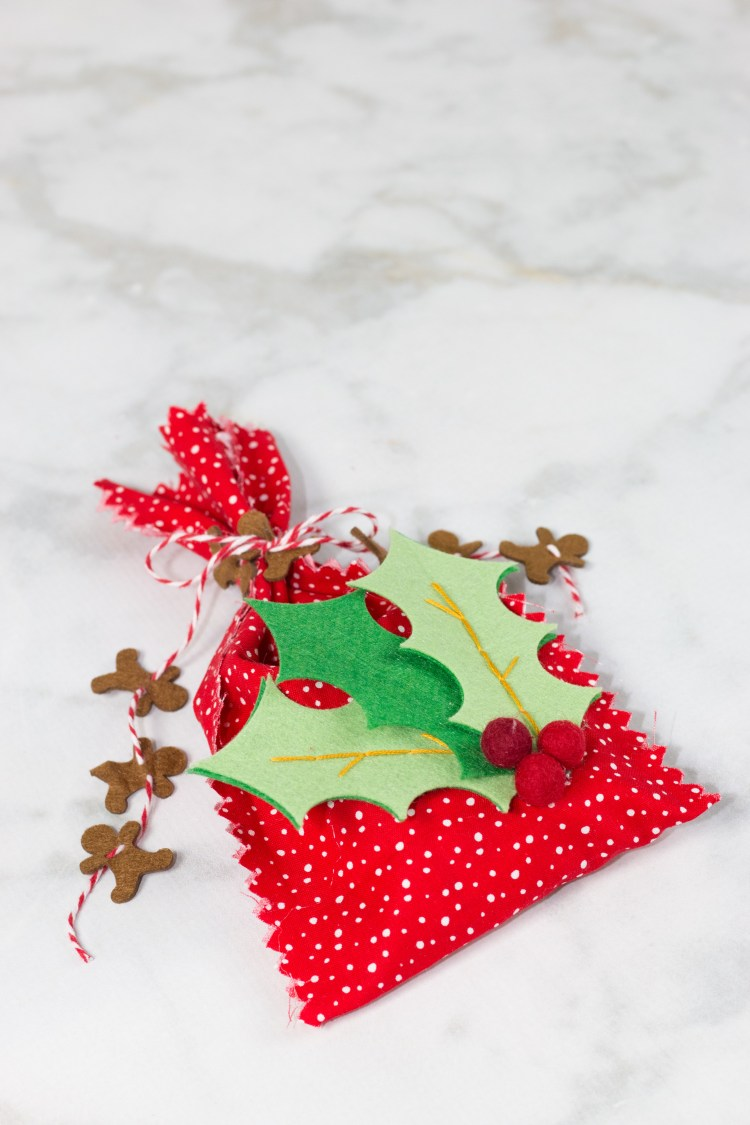 DIY colorful and printed no sew Christmas gift bags (via sweetredpoppy.com)