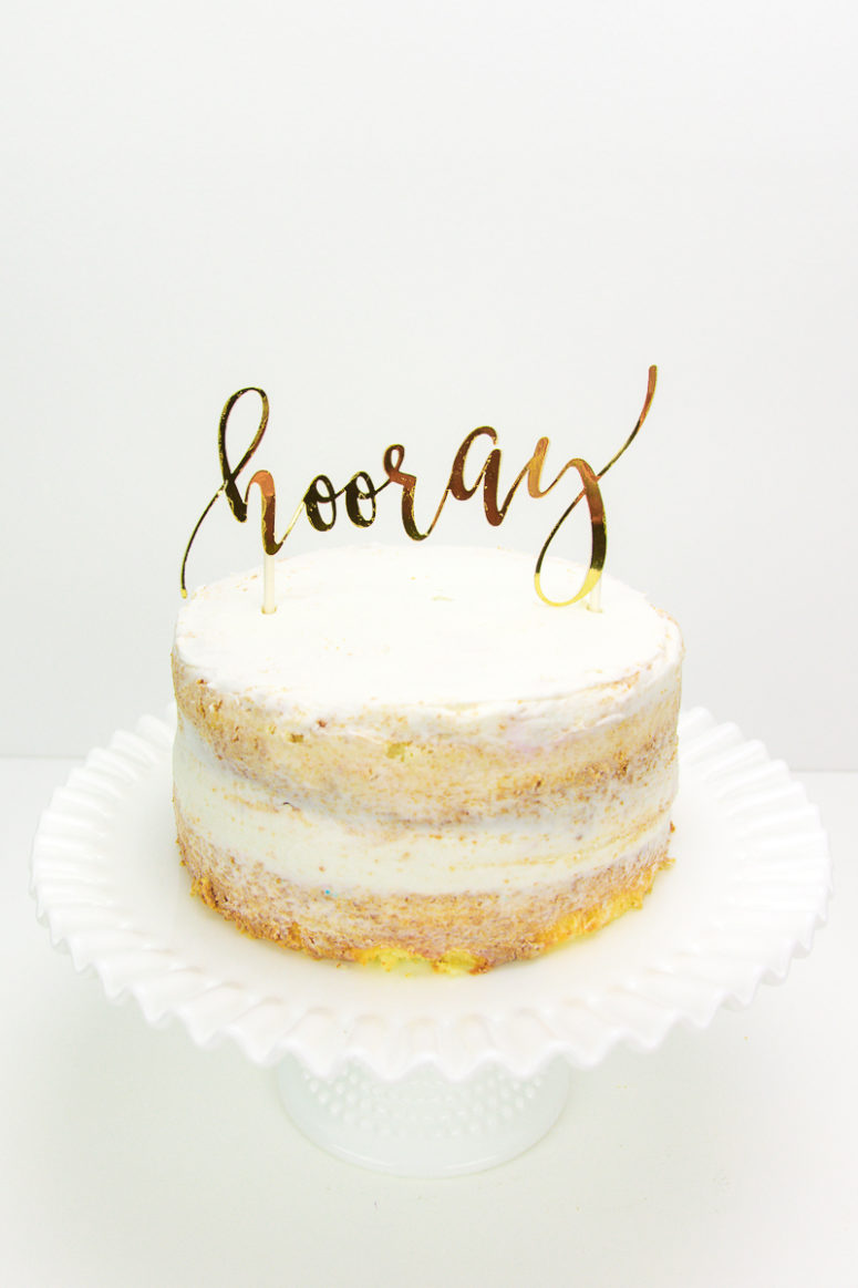 DIY shiny gold cursive letter cake topper for New Year (via www.kingstoncrafts.com)