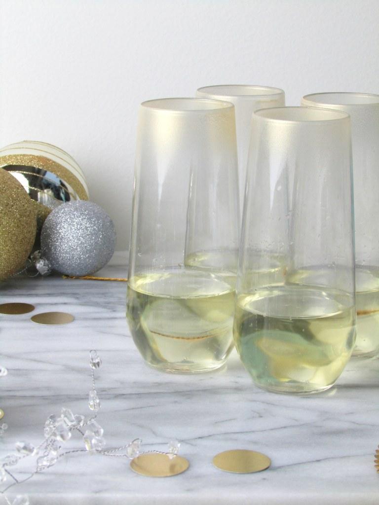 DIY delicate gold ombre prosecco glasses  (via francoisetmoi.com)