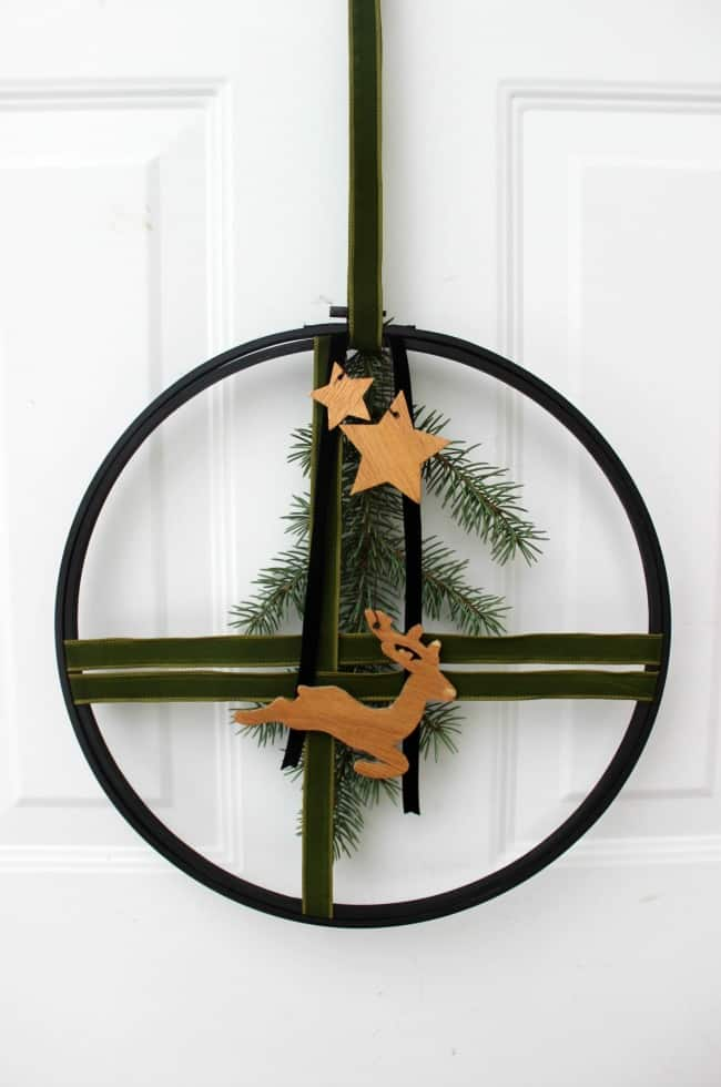 DIY modern and elegant Christmas wreath with green velvet ribbon and wooden stars (via lovecreatecelebrate.com)