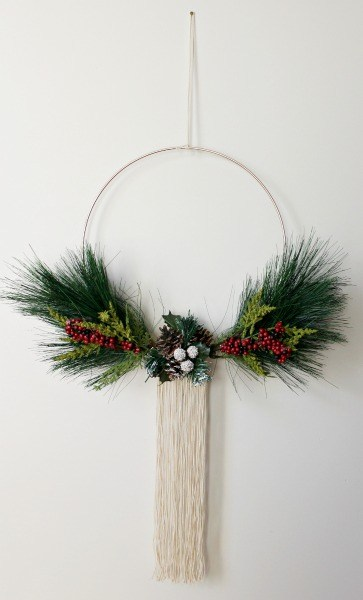 DIY modern Christmas wreath with fake evergreens, berries and long fringe (via www.woodshopdiaries.com)