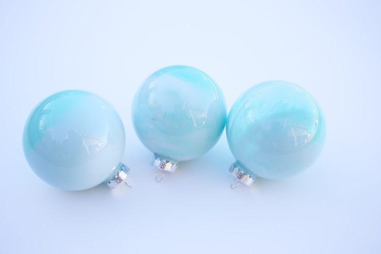 DIY delicate ombre Christmas ornaments (via www.popsugar.com)