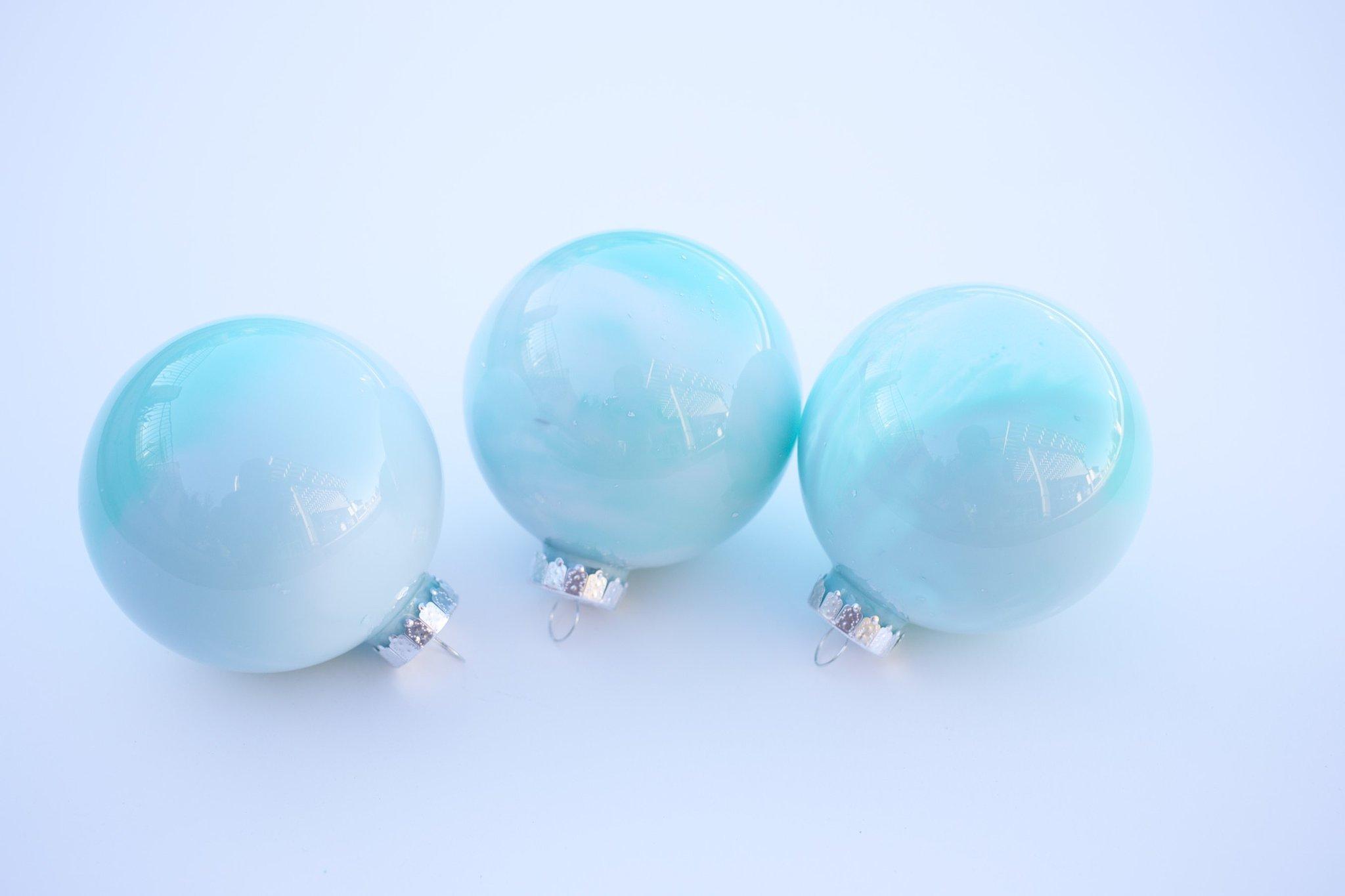 DIY delicate ombre Christmas ornaments