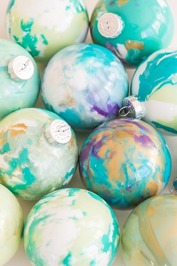 DIY bright enamel marble Christmas ornaments (via sugarandcharm.com)